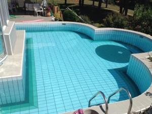 Après, autre vue rénovation de piscine carrelée